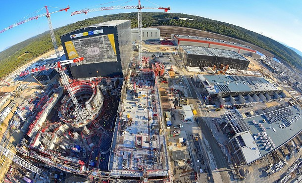 Tokomak nuclear fusion reactor construction